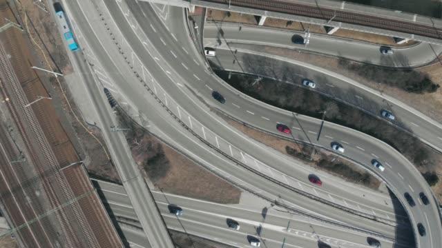 upptagen motorvägen korsningen från ovan - aveny bildbanksvideor och videomaterial från bakom kulisserna