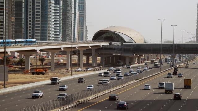 vidéos et rushes de ha busy highway next to jumeirah lake towers / dubai, united arab emirates - 2010