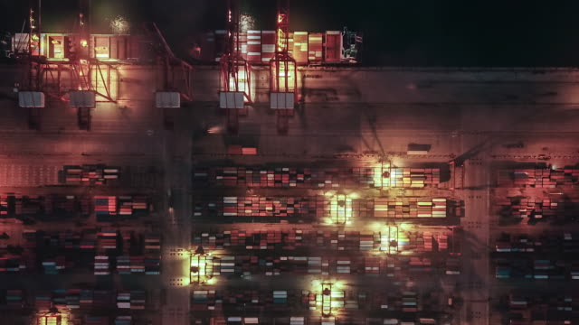 t/l pan busy industrial port with containers ship, dusk to night transition - day to night time lapse stock videos & royalty-free footage
