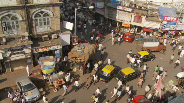 WS HA Busy intersection traffic / Mumbai, India