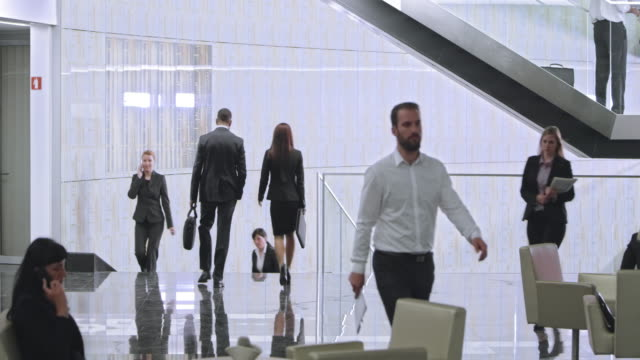 LD belebten lobby des corporate-Gebäude