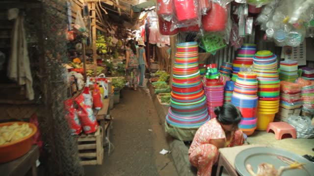 WS Busy Market at Night / Vietnam