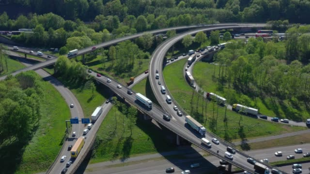 busy motorway junction - hauptverkehrszeit stock-videos und b-roll-filmmaterial