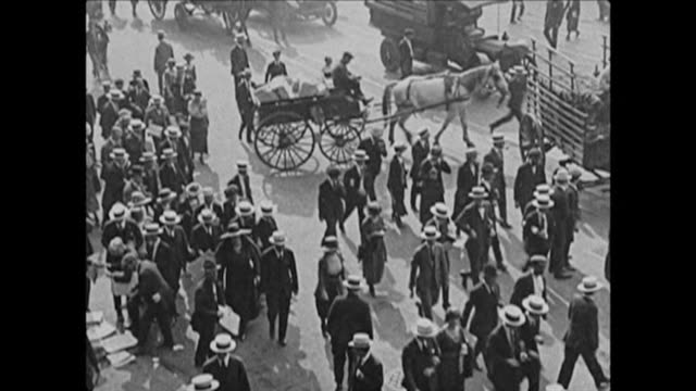 1921 busy nyc streets - 1921 stock-videos und b-roll-filmmaterial