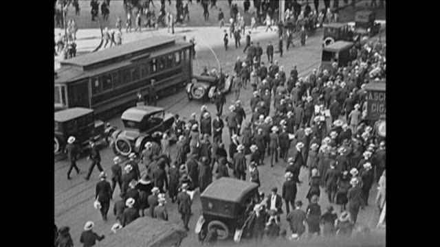 1921 busy nyc streets - 1920 stock-videos und b-roll-filmmaterial