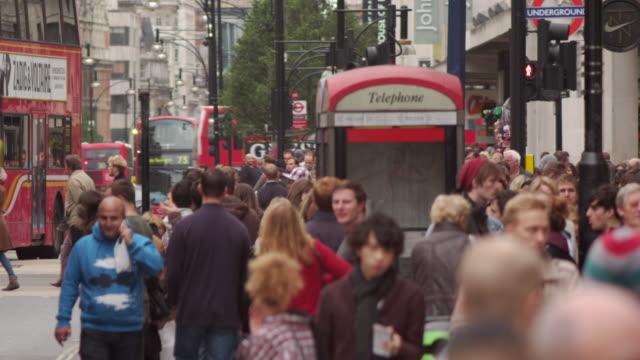 vídeos y material grabado en eventos de stock de london - october 8: busy oxford street slowed down on october 8, 2011 in london. - cabina de teléfono