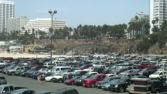 (HD1080i) Busy Parking Lot: Looking for a Space -Time Lapse-
