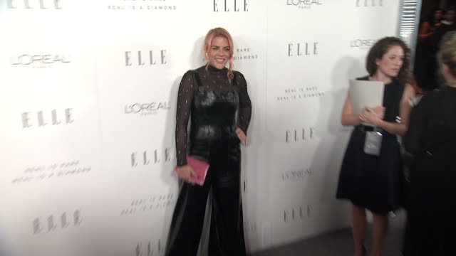 busy philipps at the 24th annual elle women in hollywood awards on october 16 2017 in los angeles california - auszeichnung stock-videos und b-roll-filmmaterial