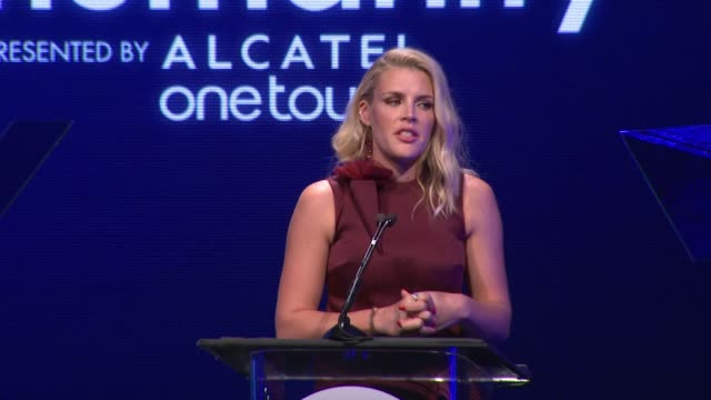 performance busy philipps at the 2nd annual unite4humanity presented by alcatel onetouch on february 19 2015 in beverly hills california - オスカーパーティー点の映像素材/bロール
