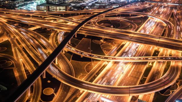 vídeos de stock e filmes b-roll de t/l ws ha zo busy road intersection at night / dubai, uae - road junction