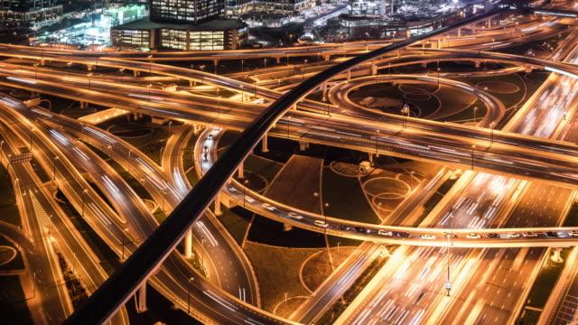 vídeos de stock e filmes b-roll de t/l ws ha pan busy road intersection at night / dubai, uae - road junction