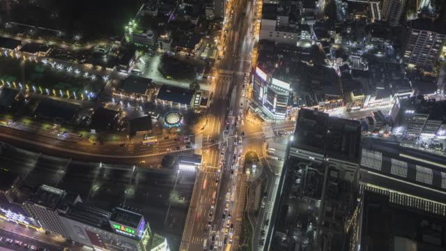 vídeos de stock e filmes b-roll de a busy road junction in central osaka, japan. - road junction