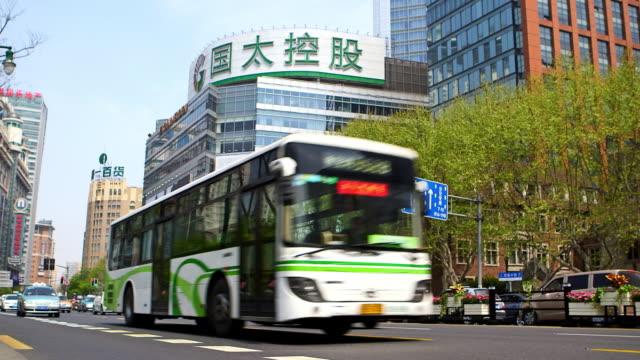 vídeos de stock e filmes b-roll de busy roads - shanghai, china - autocarro