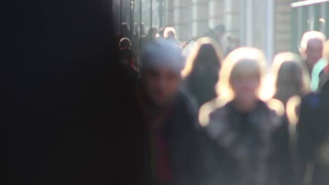 stockvideo's en b-roll-footage met busy shoppers / blurred people on high street - anonymous - focus