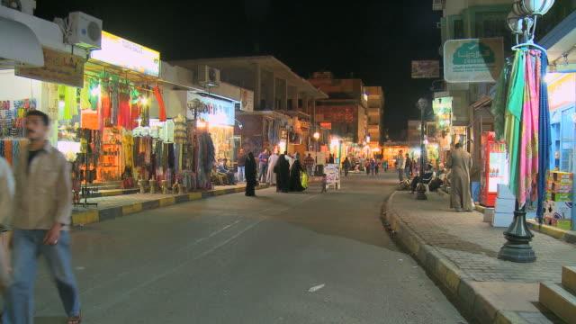 ws busy shopping street at night / hurghada, red sea coast, egypt - hurghada stock-videos und b-roll-filmmaterial