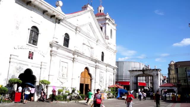 vídeos y material grabado en eventos de stock de busy side entrance of santo nino church in cebu city - basílica