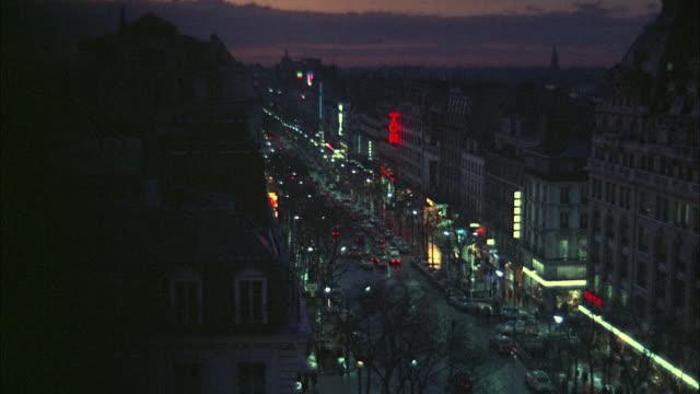 1966 WS HA Busy street at dusk / London, United Kingdom