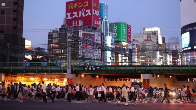 ws busy street at dusk / tokyo, japan - elevated walkway stock videos & royalty-free footage