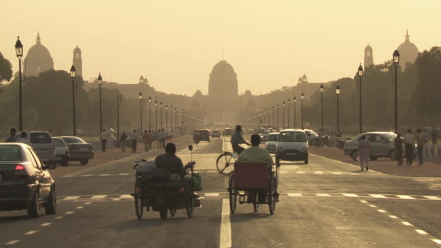 ws busy street at sunset / delhi, india - new delhi stock videos & royalty-free footage