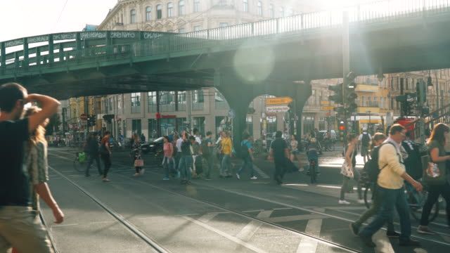 belebte straße in berlin, deutschland - road junction stock-videos und b-roll-filmmaterial