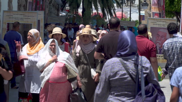 busy street in north african city - tunisia video stock e b–roll
