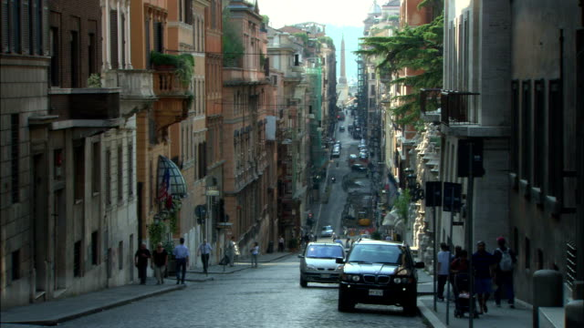 ms, busy street in old town, rome, italy - kopfsteinpflaster stock-videos und b-roll-filmmaterial