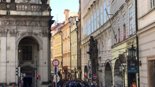 プラハの賑やかな通り - チェコ共和国点の映像素材/bロール