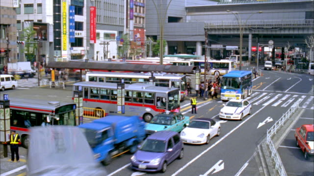 t/l ws ha busy street in shibuya, tokyo, japan - bus stop stock videos & royalty-free footage