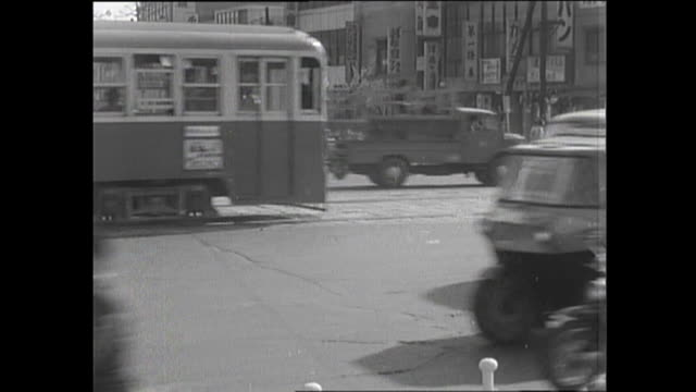 1959 busy street in tokyo - 1950 1959点の映像素材/bロール