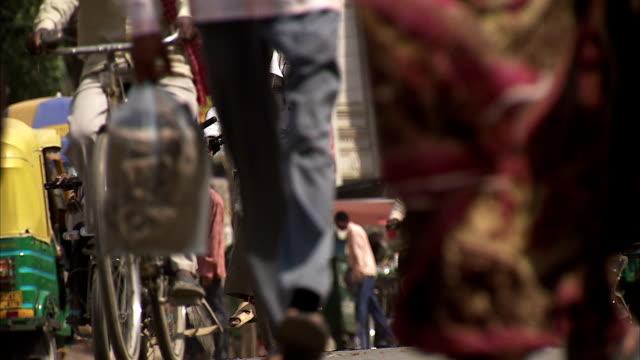 a busy street in varanasi. - fahrradtaxi stock-videos und b-roll-filmmaterial