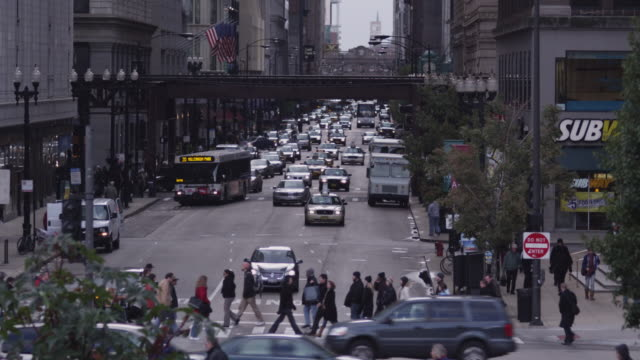 ws ha busy street intersection and chicago transit authority elevated train in the loop, chicago, illinois, usa - pedestrian stock videos & royalty-free footage
