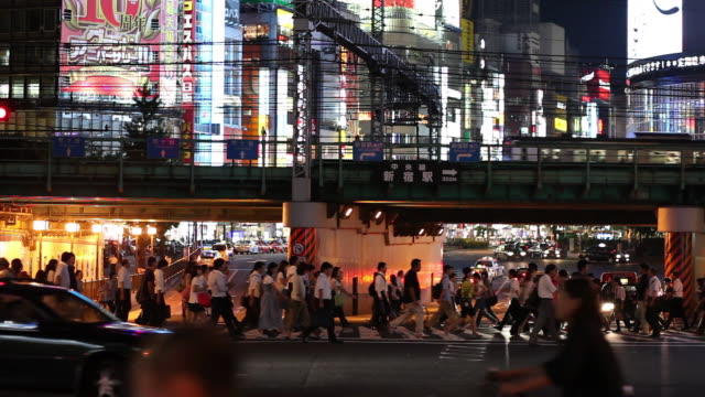 WS Busy street intersection at night / Tokyo, Japan