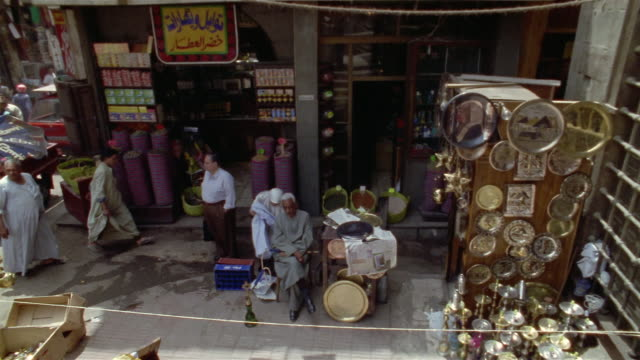 ms, pan, ha, busy street market, cairo, egypt - 中東点の映像素材/bロール