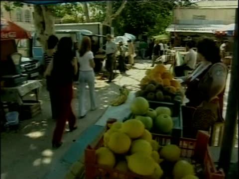 vídeos y material grabado en eventos de stock de busy street markets south ossetia - georgia
