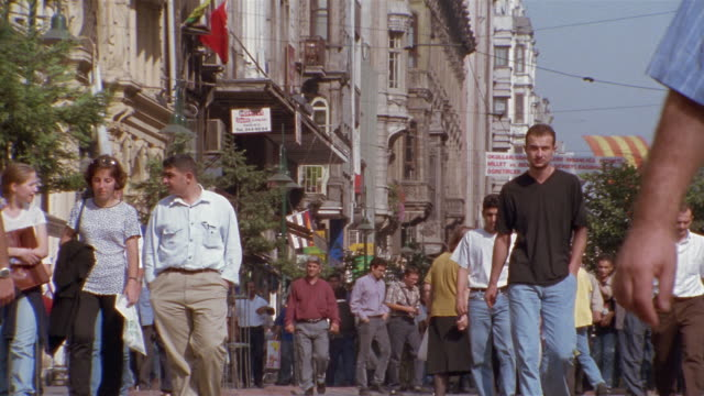 vídeos y material grabado en eventos de stock de sm ms busy street scene/ istanbul - escritura occidental
