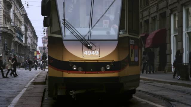 busy street - milano bildbanksvideor och videomaterial från bakom kulisserna
