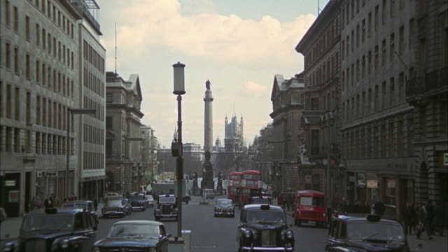 1966 ws zi busy street with duke of york statue and victoria tower in background / london, united kingdom - victoria tower stock videos & royalty-free footage