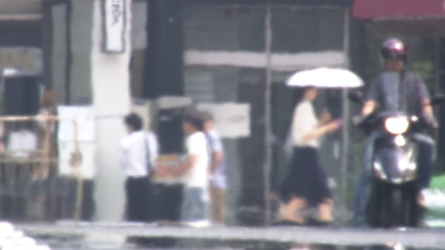 busy street with heat haze, tokyo, japan - summer heat stock videos & royalty-free footage