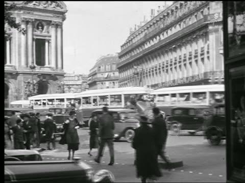 B/W 1927 busy street with traffic + people walking / Paris, France
