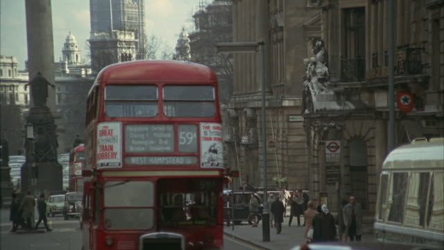 1966 ws zi ms busy street with victoria tower in background / london, united kingdom - autobus a due piani video stock e b–roll