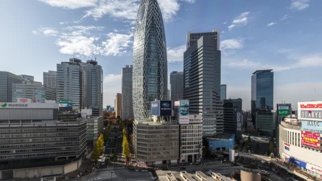 vídeos de stock e filmes b-roll de t/l ws ha td busy streets in shinjuku at daytime / tokyo, japan - bairro de shinjuku