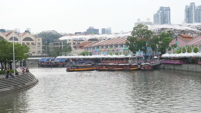 busy tour boats on clarke quay jetty - singapore stock videos & royalty-free footage