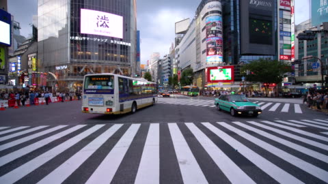 ws busy traffic in shibuya / tokyo, japan - shibuya crossing stock videos & royalty-free footage