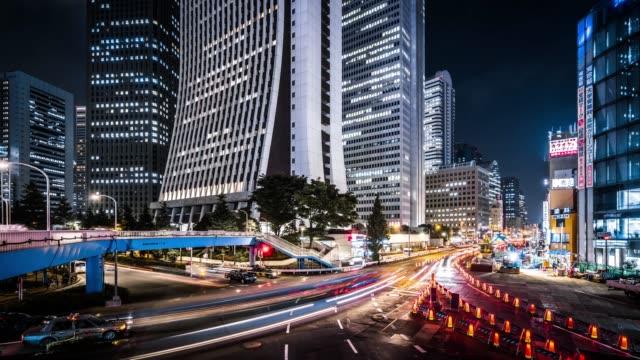 夜の新宿で t/l ws ビジー状態のトラフィック/東京 - traffic time lapse点の映像素材/bロール