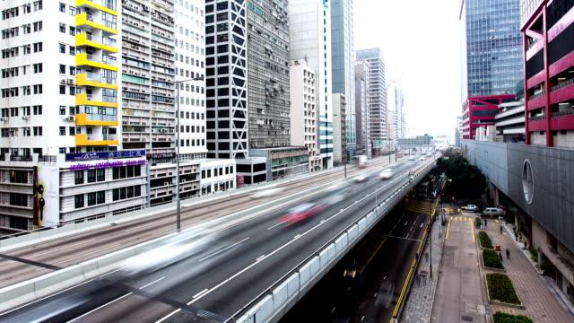 渋滞を高架道路でモダンな街の景観、香港、time lapse (低速度撮影) - ローカルな名所点の映像素材/bロール