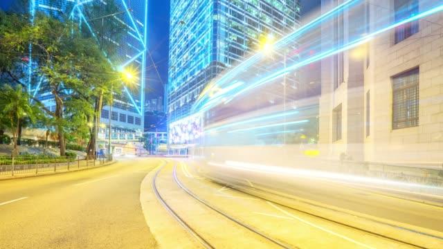 市街地の道路で渋滞とモダンな建物に、香港で低速度撮影ます。 - 路面軌道点の映像素材/bロール