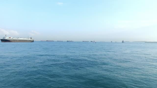 dichten Verkehr auf dem Wasser im blauen Himmel