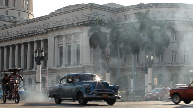 ws, busy traffic w/ vintage american cars & havana capitol building in cuba - government stock videos & royalty-free footage