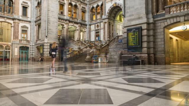 vidéos et rushes de busy train station timelapse - belgique