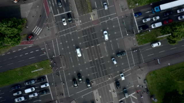 busy urban intersection - traffic stock-videos und b-roll-filmmaterial